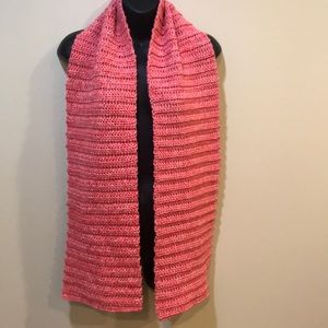 Pretty scarf in a pink coral color. Knit style